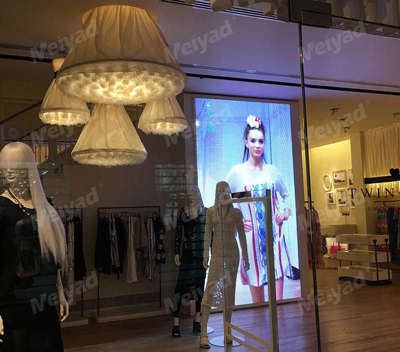 意大利购物中心P4户内LED广告屏