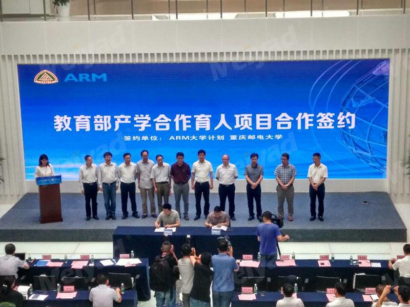 重庆大学附属学院多功能室P3高清LED大屏33㎡
