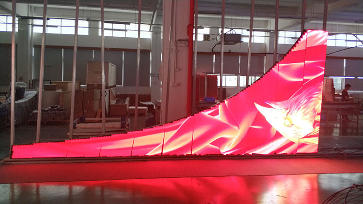 户外P3柔性异形花瓣屏出厂前车间老化
