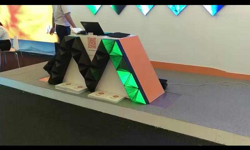 美亚迪室内p3三角形led显示屏炫彩登场