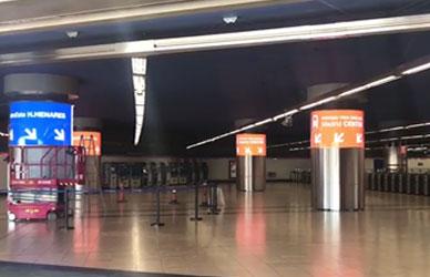西班牙地铁站P5圆柱屏