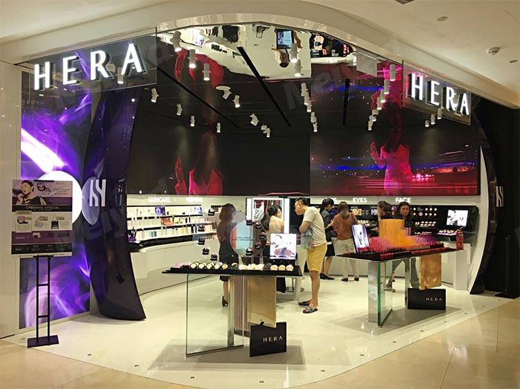 新加坡Hera店P2.5全彩户内LED柔性屏